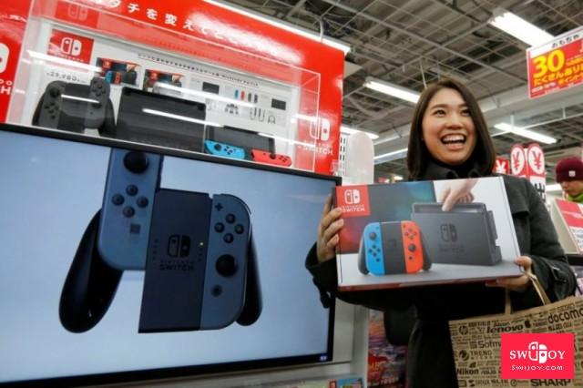 nintendo_switch_japan_woman_carrying_pic_1-840x560.jpg